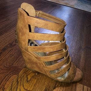 Women's Guess Wedges Size 6